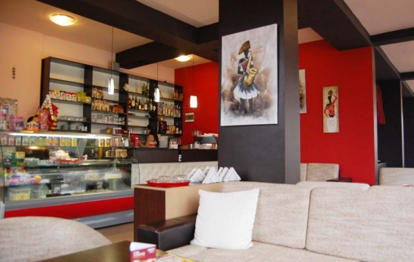 Преустройство на хотелско фоайе в кафе и магазин